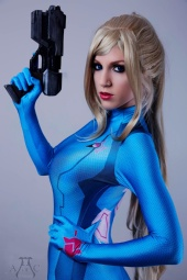 AotC photography - Kiki cosplay as Samus, suit by Nathan De